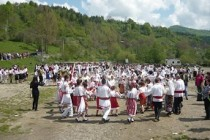 Ansamblul folcloric Spicul din Silistea si grupul vocal Ionul din Mircea Voda, prezente la Festivalul Folcloric de la Jitia
