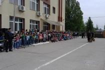 Elevi prezenți la ziua Porților Deschise la Jandarmeria de la Brăila