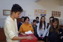 """""""Să nu-i uităm pe cei mai triști ca noi"""" - elevii și silogismele suferinței"""
