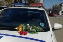 O floare și un gând bun pentru toate brăilencele, din partea polițiștilor brăileni