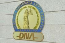 Un deținut și concubina sa, trimiși în judecată pentru fapte de corupție