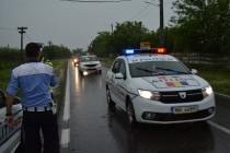 Accident la Tufesti. Masina s-a rostogolit in afara partii carosabile