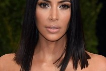 Kim Kardashian o presează pe Kylie Jenner șă își anunțe sarcina