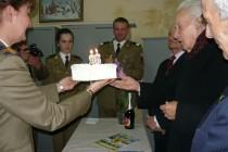 """Veteranul de război Bratosin Gheorghe sărbătorit de militarii Batalionului Artilerie """"Vlaicu Vodă"""""""