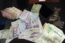 Percheziții | Au fost ridicate 500 de grame de cannabis, 180 de comprimate de ecstasy, 2.300 de euro, 12.370 de lei