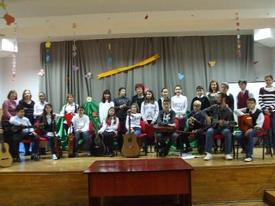 elevi participanti omagiere Paunescu