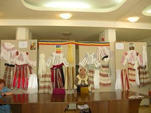 expozitie costume populare