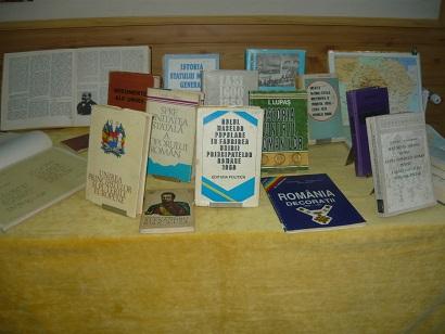 expozitie carte Cercul Militar